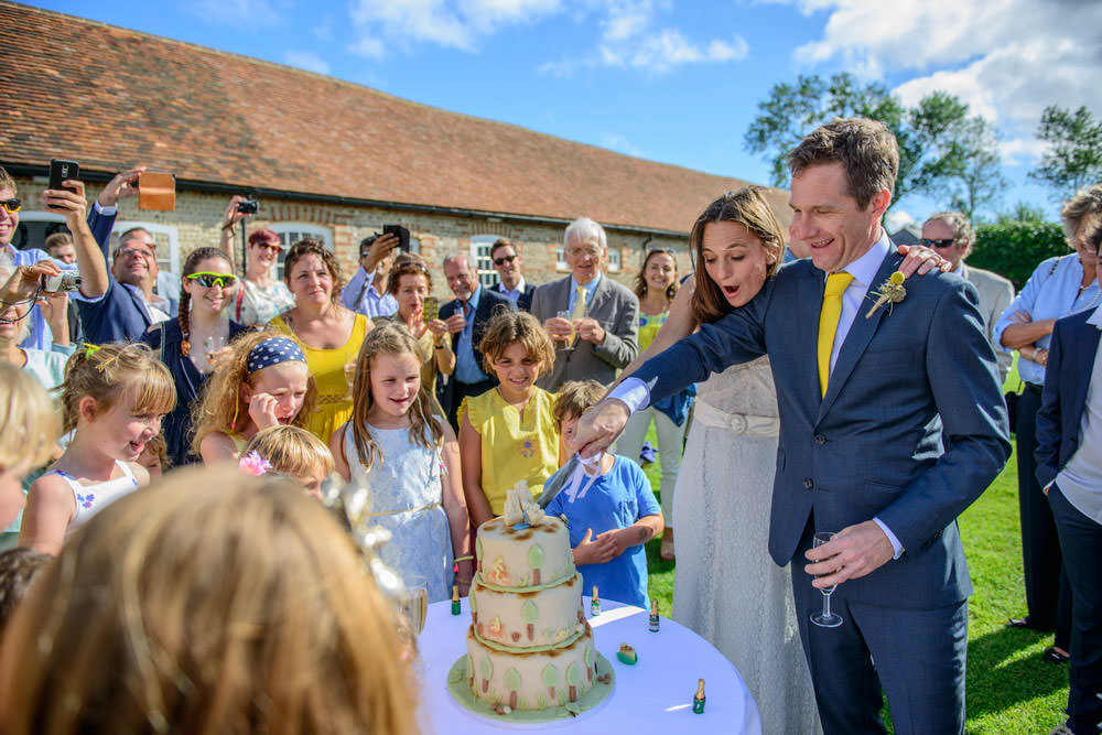 ali-gaudion-chichester-wedding-photographer-mellow-yellow-southend-barns-005
