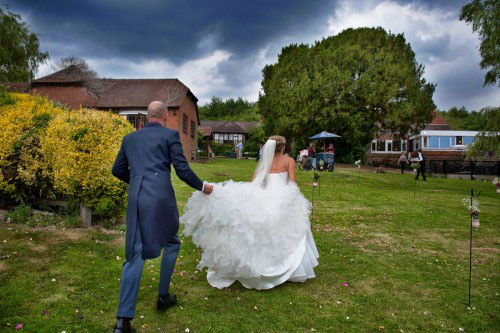 ali-gaudion-chichester-wedding-photography-lythe-hill-011
