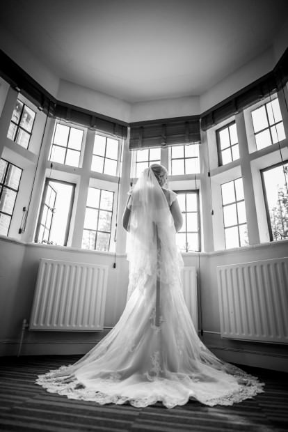 ali-gaudion-hampshire-wedding-photographer-new-place-devere-hotel-southampton-022